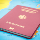 Auslandsreise ohne Pass: Reisepass liegt auf Landkarte