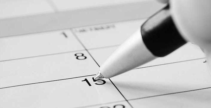Zum Beschleunigungsgebot in Haftsachen - Kalender, in dem gerade ein Datum markiert wird