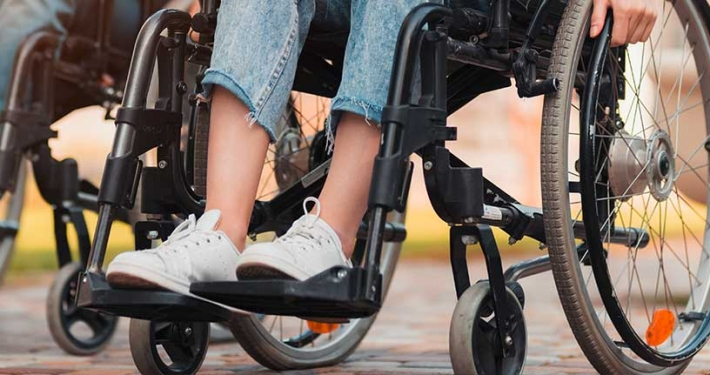 Menschen im Rollstuhl